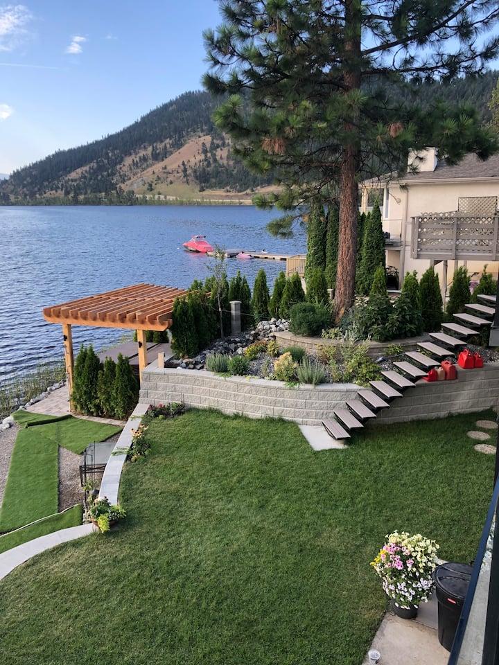 STUNNING Lakefront One Bedroom Suite (B) ! !