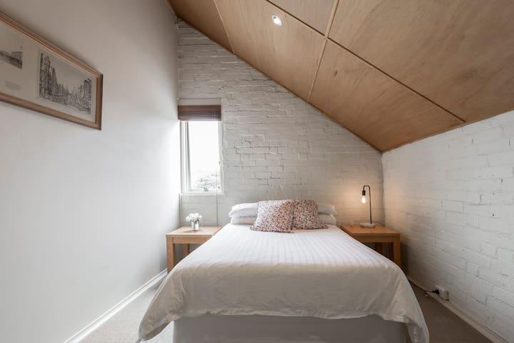 Bright loft style room - Hawthorn - Haus