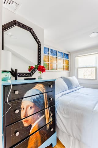 """The """"Pearl """" Bedroom (named for The Vermeer that graces the room), has a Full size bed along with a Smart TV."""