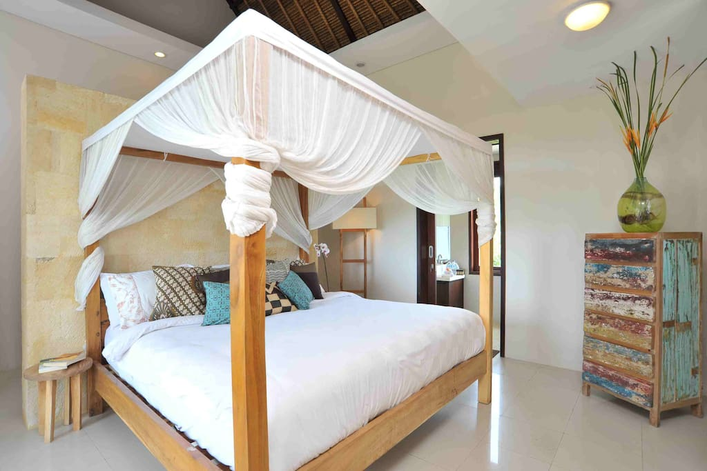 One of 4 gorgeous bedrooms. Each bedroom is privately ensuited, air conditioned and beautifully furnished. Sweet dreams x