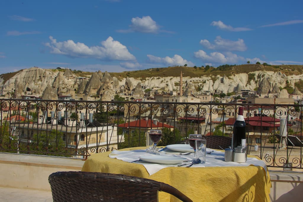 Uitzicht vanaf het terras op het oude dorp Göreme