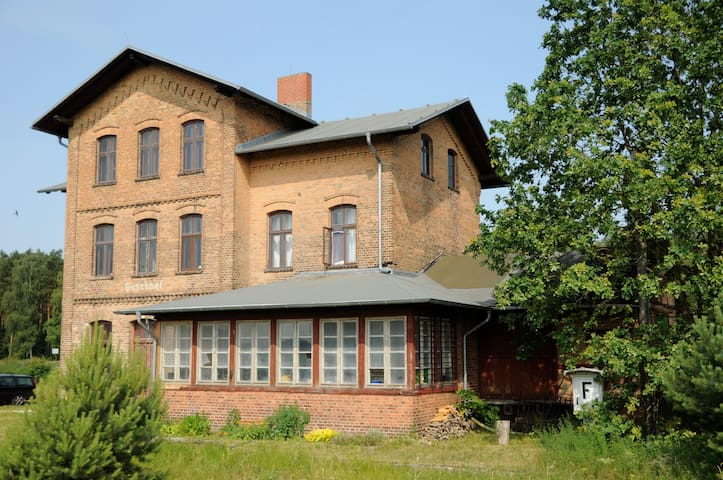 Countryside Train Station, 2. floor - Schwarz - Apartment