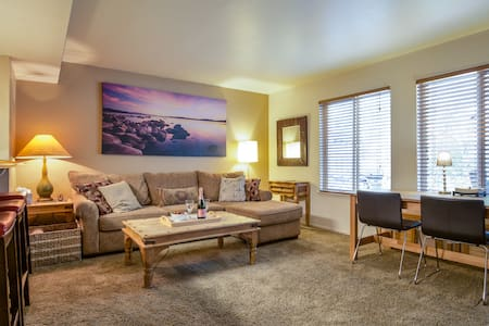 Amazing Upscale Lake Tahoe Condo w/Pool & HotTub