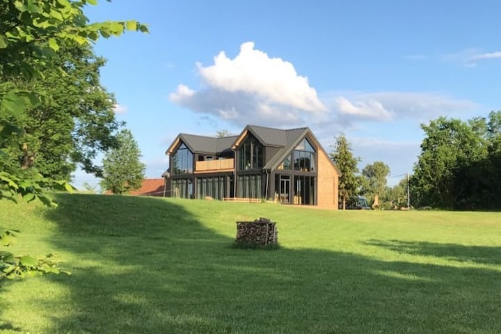 Modern Villa & Sauna by the lake, beautiful views.