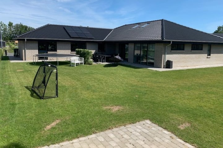 Nyt lækkert hus til udlejning