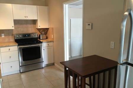 Cute place open, bright & spacious - San Clemente - House