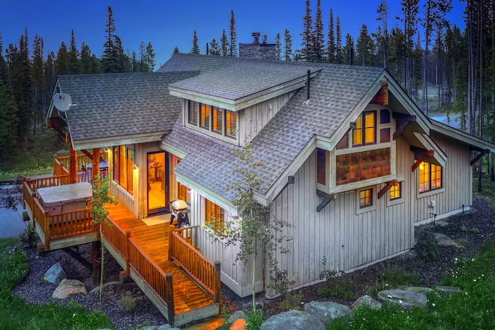 Ski-In/Ski-Out Three-Level Home w/Free WiFi, Private Hot Tub, and Wood Fireplace