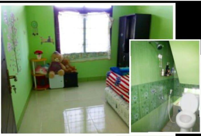 Nurhayati's - Selaparang - House