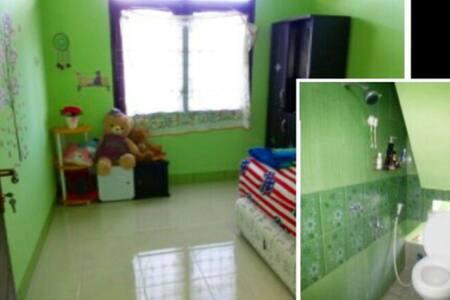 Nurhayati's - Selaparang - Haus
