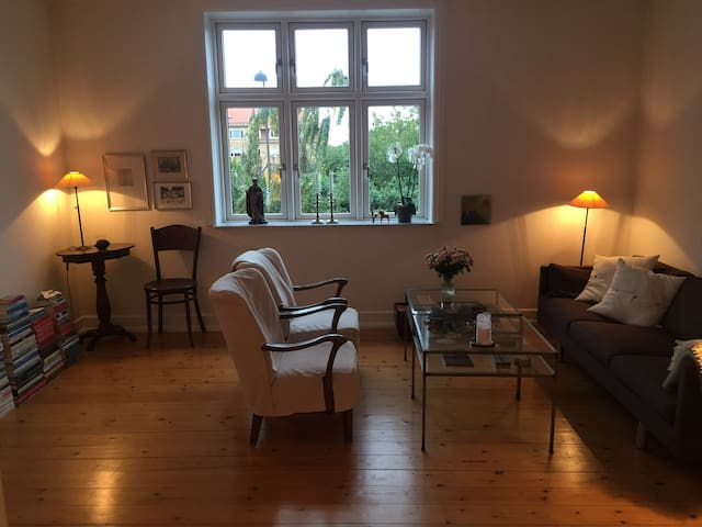 Charmerende, stilfuld og tæt på København - Hellerup - Leilighet