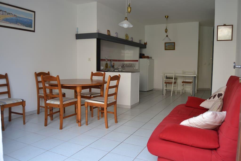 La proven ale maison spacieuse centre ville apartments for Cash piscine saint maximin