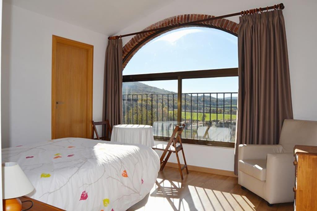 """Habitación doble con baño y calefacción. Preciosas vistas al valle. """"Guardialta"""""""