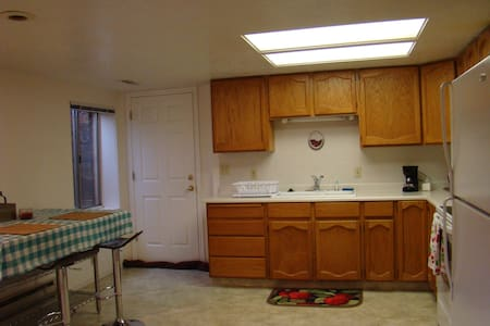 Cottonwood Heights Private Bed,Bath, & Kitchen - Cottonwood Heights