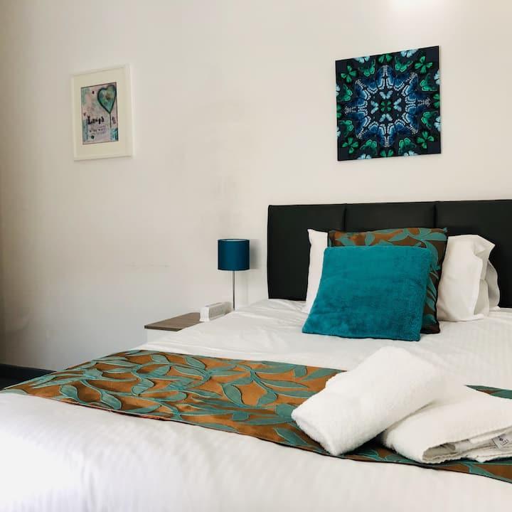 Room 3, en-suite double room, central location