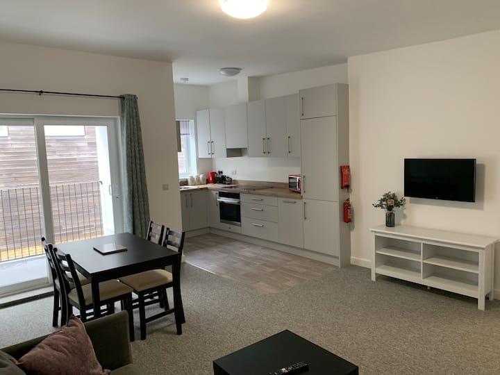 Flat 4, 2 bed, 2 bath, clean, bright & spacious.