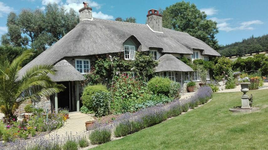 Beautiful Country Cottage near to the coast