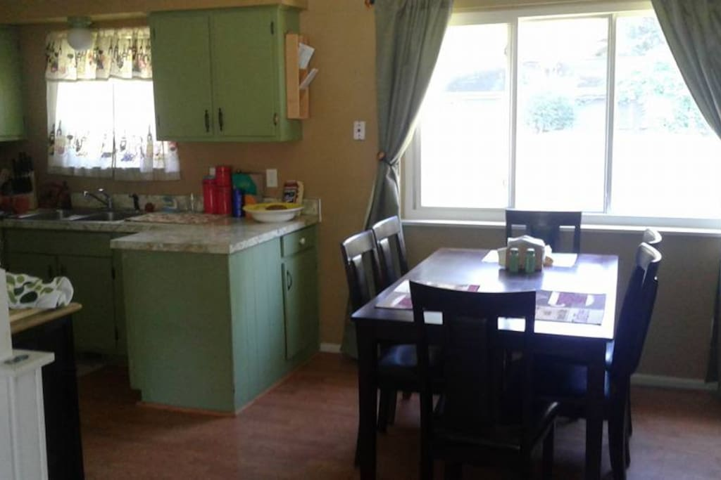Full kitchen and dining room
