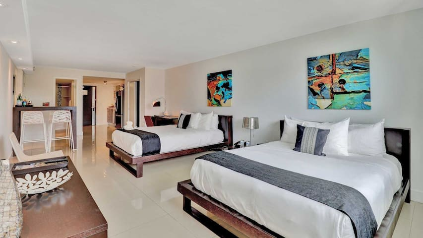Studio at Bal Harbour - Two Beds - Walk to the beach