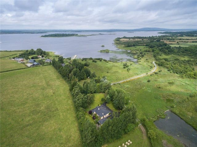 Bantry Lodge, on Lough Ree - Lanesborough - Bed & Breakfast