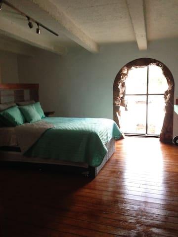 El Jacalito Downtown / Suite privada - Santiago de Querétaro - Loteng Studio
