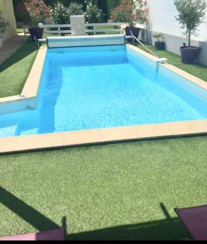 Jolie studio Cocooning et  piscine à 30'naturiste