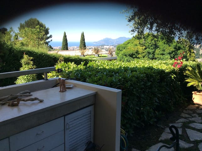 2p terrasse jardin vue mer piscine condominiums for - Euro plomberie piscine le cannet ...