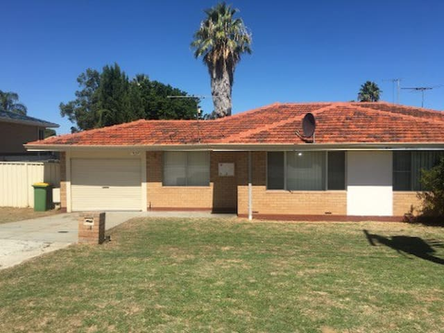 Close to Fremantle/ Port Coogee Marina - Spearwood