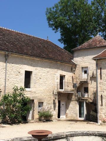 Chambre voutée du chateau - Escolives-Sainte-Camille - Dům