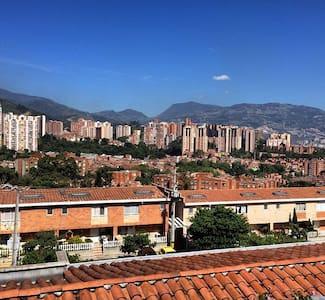 Habitacion excelente vista y baño - Medellín  - Casa