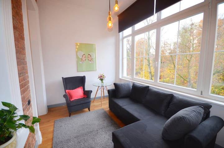Spacious apartment with porch in the centre