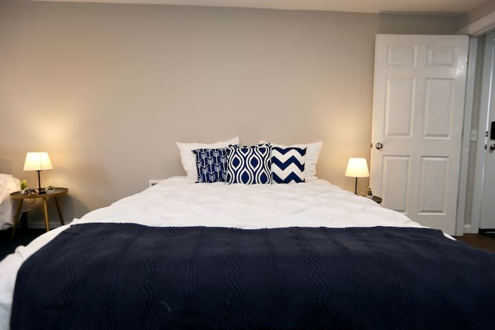 A Private cozy suite & Outstanding host in Kenmore