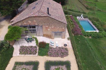 Maison de campagne avec piscine - calme, belle vue