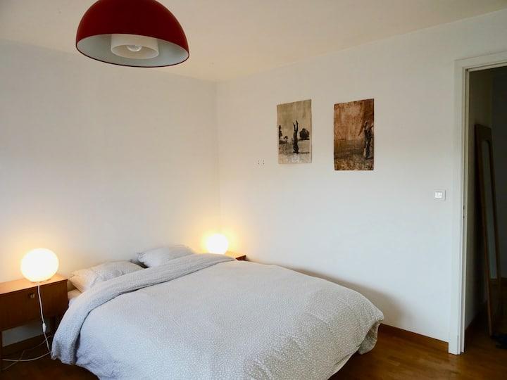 Ruime kamer & private badkamer in villa