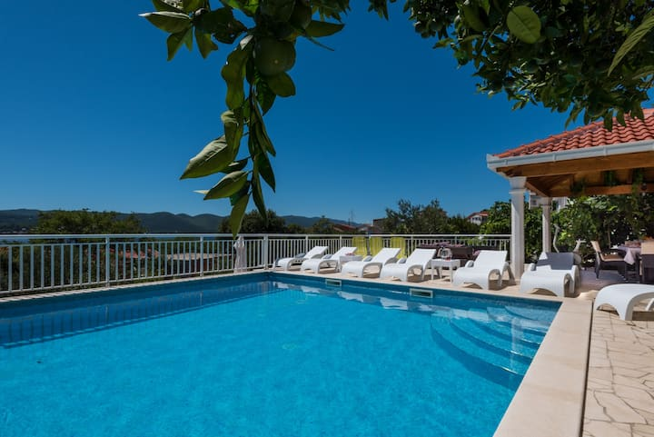 Villa Perna with swimming pool