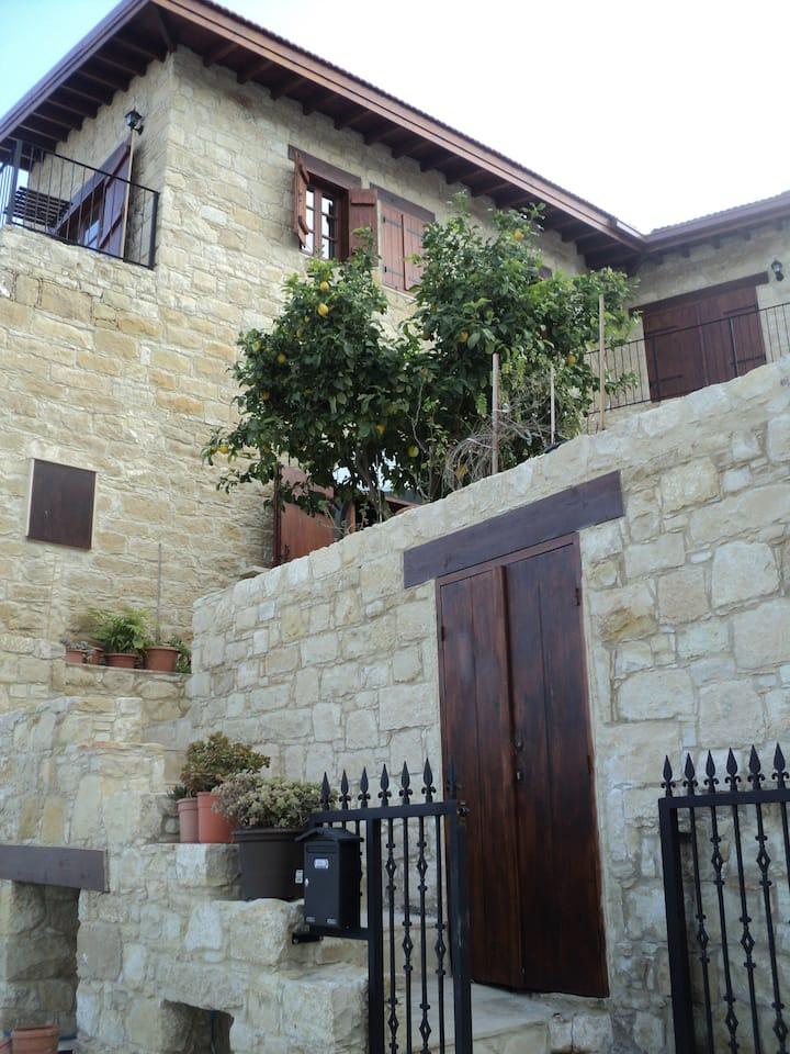 1 dbl room & balcony in stone house