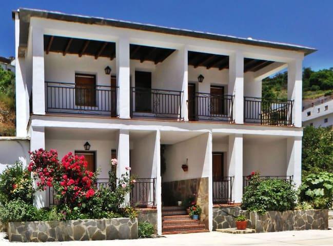 Apartamento duplex con jacuzzi y cromoterapia - Mecina Bombarón - Daire