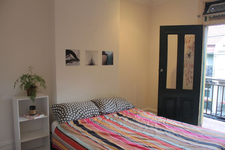 Light room with balcony in a charming terrace - Redfern - Talo