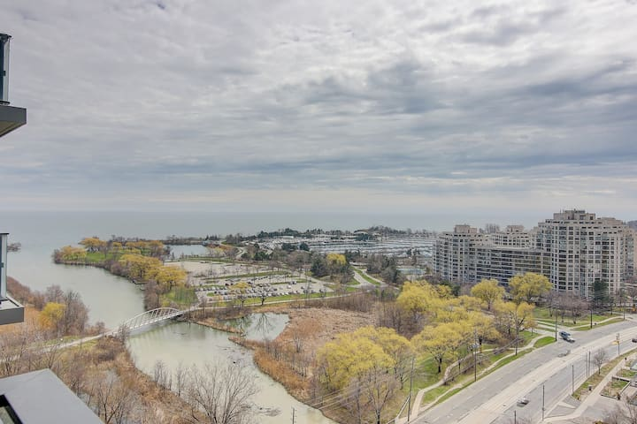 Lakeview high rise two bedroom Home