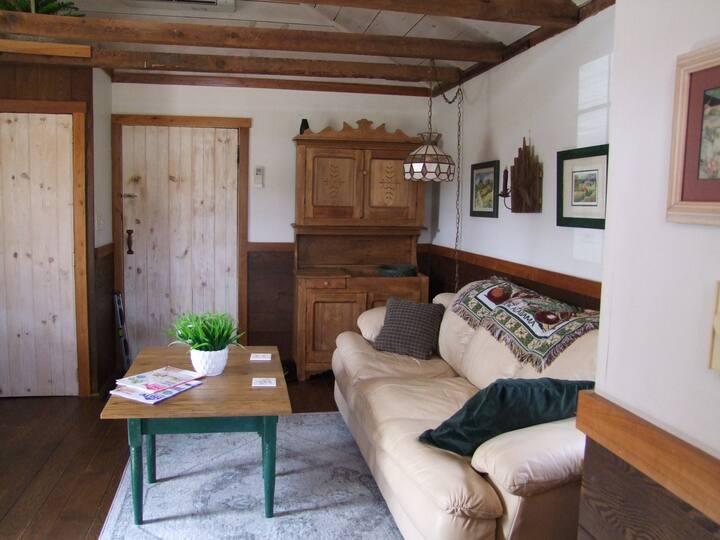 ★ Rustic Spring House  ★ Circa 1830