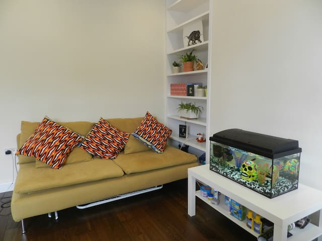 Dbl bedroom private (URL HIDDEN) line in 10min - London - Apartment