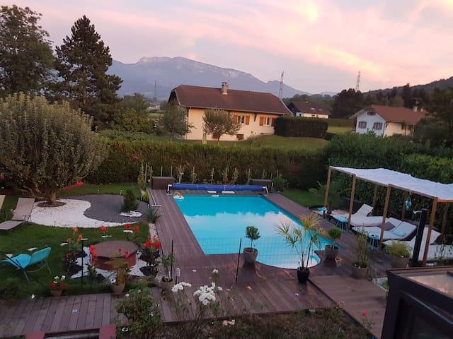 Grde maison avec  piscine entre Geneve et Annecy