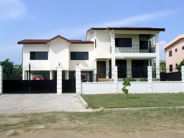 Our home, your home in Tema - Tema - Hus