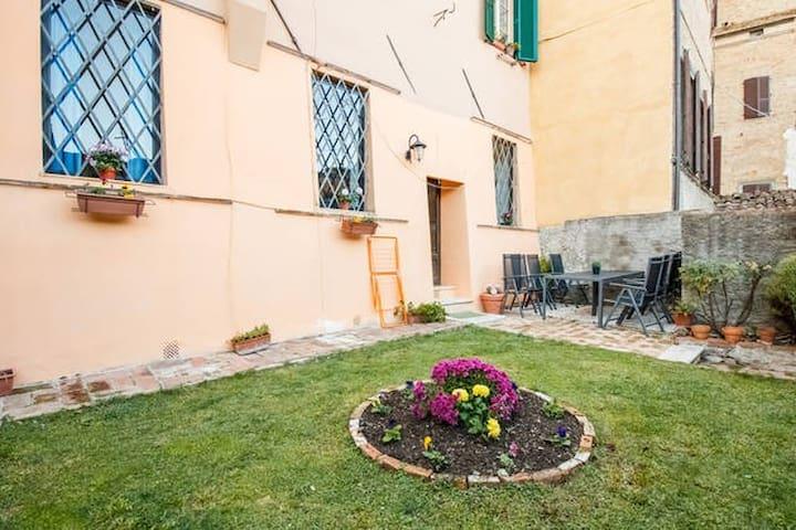 CAMERA QUADRUPLA CON GIARDINO - Siena - Apartment