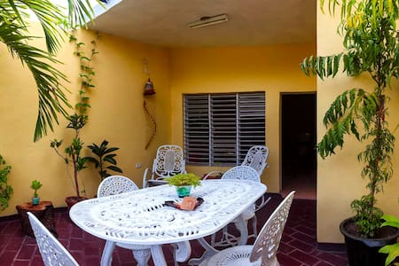 Private aprtmnt with 2 balconies! English spoken. - Trinidad