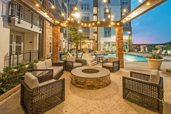 LUXURY AMENITIES*PRIME CITY*UAB*LOCATION*KING BEDS