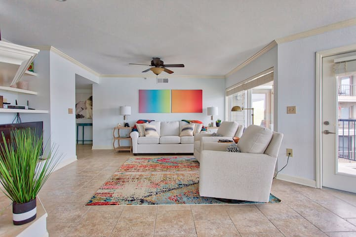 Modern Remodeled Condo with 180° Lakefront View!