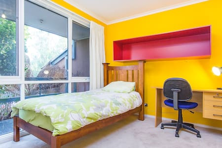 Room in Quiet Eastern Surburb St - Wantirna South