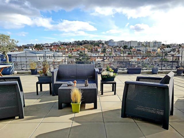 Nanterre: Appartement avec terrasse au calme