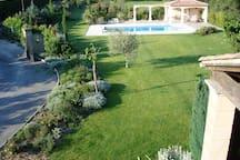Maison d'architecte avec jardin paysagé