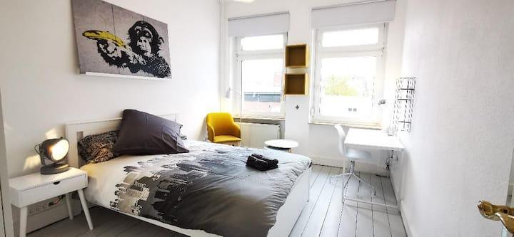 ROOM 1: Nice room in the heart of Bonn in Altstadt